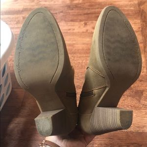 American Eagle Outfitters Shoes - American Eagle short nude booties